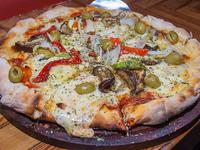 Pizza con vegetales mediana