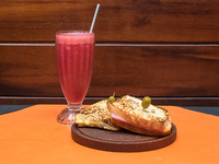 Desayuno o merienda - Licuado de frutas de estación + tostados en pan casero
