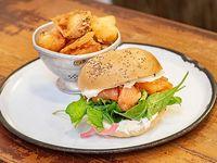 Sándwich New York bagel