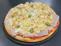 Pizza con palmitos, jamón y huevo