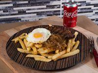 Fiestas Patrias - Lomo a lo pobre + bebida en lata Coca-Cola 350 ml