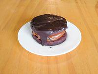 Alfajor casero de chocolate con dulce de lehe