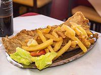 Milanesa de ternera con papas fritas