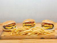 Combo - 3 hamburgesas dobles con cheddar y bacon + papas fritas + 3 Coca Cola 220 ml