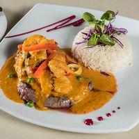 Filete mar y tierra con arroz