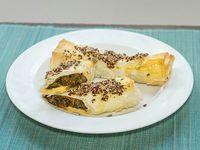 Rolls en masa filo de verduras, damasco y queso