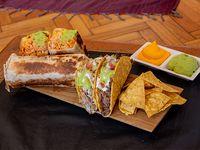 Combo 4 - 2 tacos + 2 burros + nachos + 2 salsas