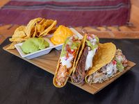 Combo 2 - 3 tacos + nachos + 2 salsas