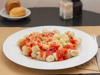 Gnocchi de papa con coulis de tomate