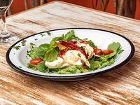 Burrata con oliva y tomate