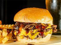 Barbacoa 33 burger con papas fritas