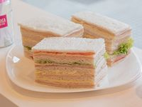 Sándwiches triples surtidos clásicos x 4 unidades