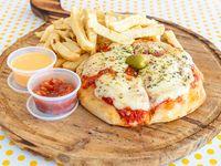 Hamburpizza Clásica con salsa, muzzarella y papas