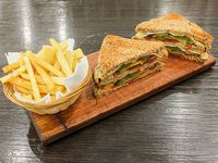 Sándwich vegetariano grillé