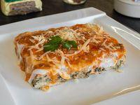 Lasagna de acelga, jamón, queso y carne