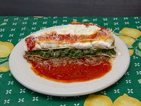 Lasagna con salsa a elección y queso rallado