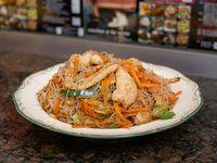 Fideos de arooz al wok con pollo