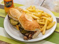 6) Sándwich de pollo salteado con papas fritas