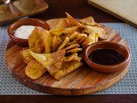 Nachos con queso fundido y pico de gallo