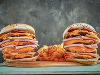 Combo Asesino -  2 hamburguesas asesinas + papas fritas gratinadas con  cheddar y bacon americano + salsa de Capo's + 2 gaseosas línea Coca-Cola 500 ml  4 Carnes, bacon americano, queso cheddar, huevo y jamón.