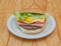 06 - Hamburguesa con jamón, queso, tomate, huevo y lechuga