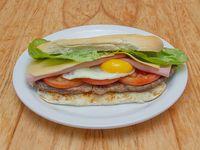 37 - Lomito con jamón, queso, tomate, huevo y lechuga