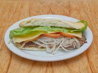 36 - Lomito con jamón, queso, tomate y lechuga
