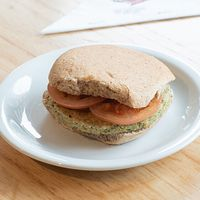357 - Sándwich de soja con tomate