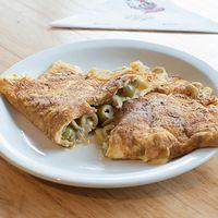438 - Omelette de queso, cebolla y aceitunas