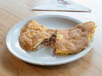 435 - Omelette de atún, cebolla y queso