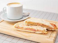 Desayuno - Café con leche + tostado de jamón y queso
