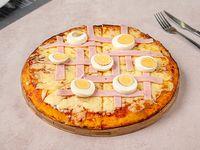 Pizzeta muzzarella con jamón y huevo