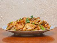 64 - Pollo con cebolla de verdeo