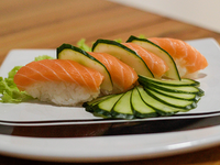 Niguiri de salmón (4 unidades)