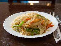 Fideo de arroz salteados con verduras