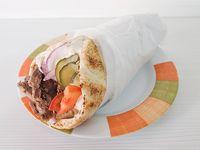 Shawarma o gyros de carne al pan