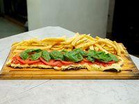 Milanesa capresse con papas fritas (para 2 personas)