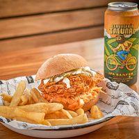 Promo - Mick sándwich con guarnición + cerveza Tacuara en lata 473 ml