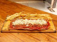 Milanesa a la bolognesa con papas fritas (para 2 personas)