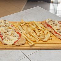 Suprema al champignon con papas fritas (para 2 personas)