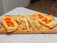Suprema con queso cheddar y papas fritas (para 2 personas)