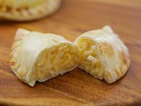 20 - Empanada de cuatro quesos