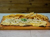 Milanesa fugazzeta con papas fritas (para 2 personas)