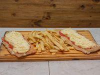 Suprema parmesana con papas fritas (para 2 personas)