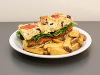 Sándwich de peceto (grande) con papas rústicas