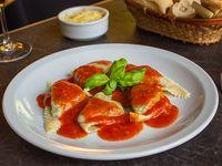 Ravioles de espinaca y queso blanco