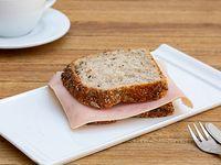 Sándwich caliente con pan Integral