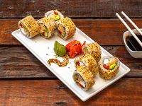 California roll con pollo teriyaki, palta, queso crema y pimentón