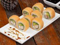 Sake roll con camarón tempura, palta y queso crema