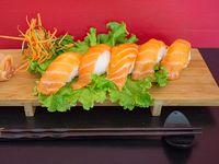Nigiris de salmón (5 unidades)